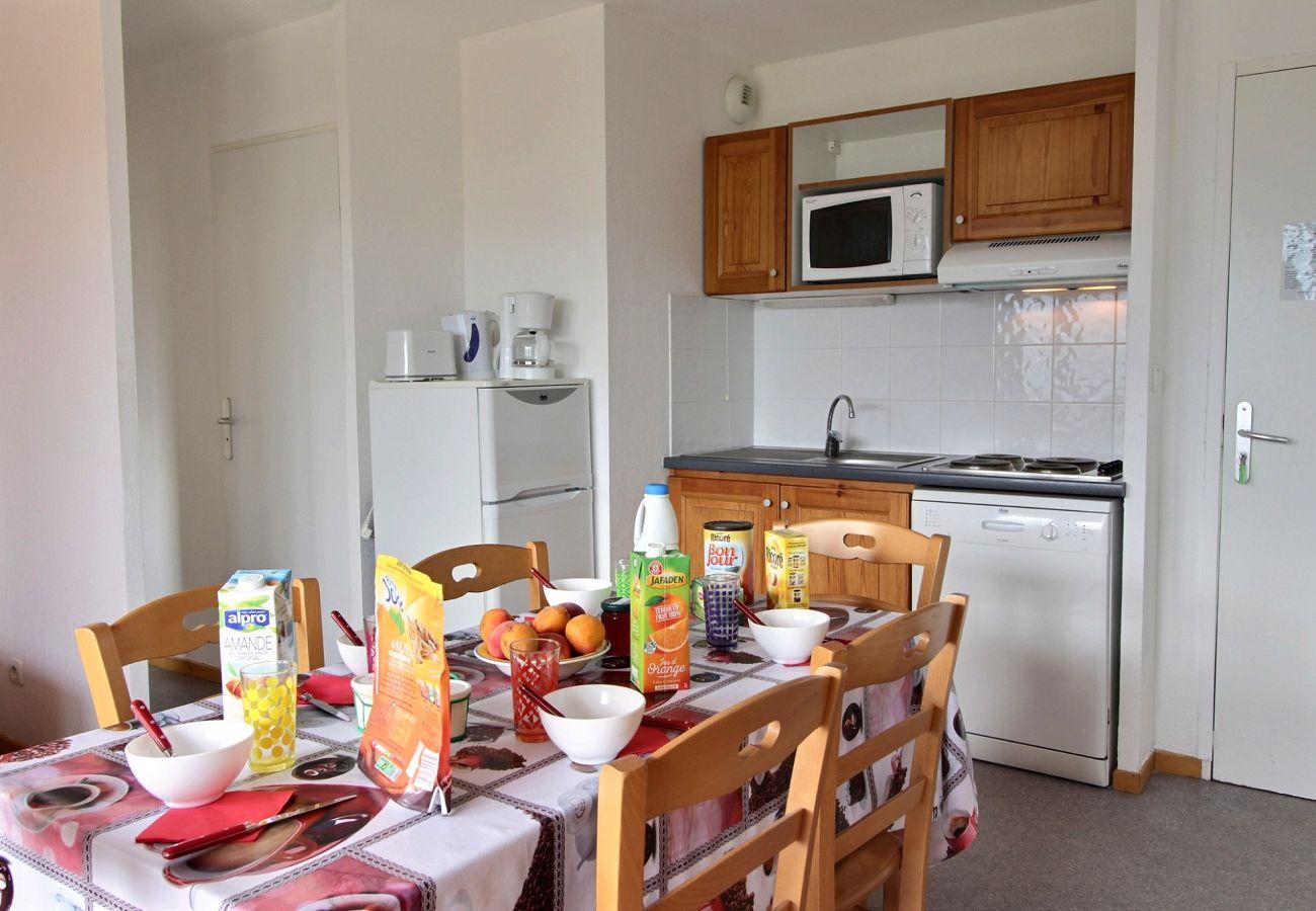 Apartment in Le Dévoluy - SUPERDEVOLUY - LES CHAUMETTES BAT F 2 PIECES 6 PERS