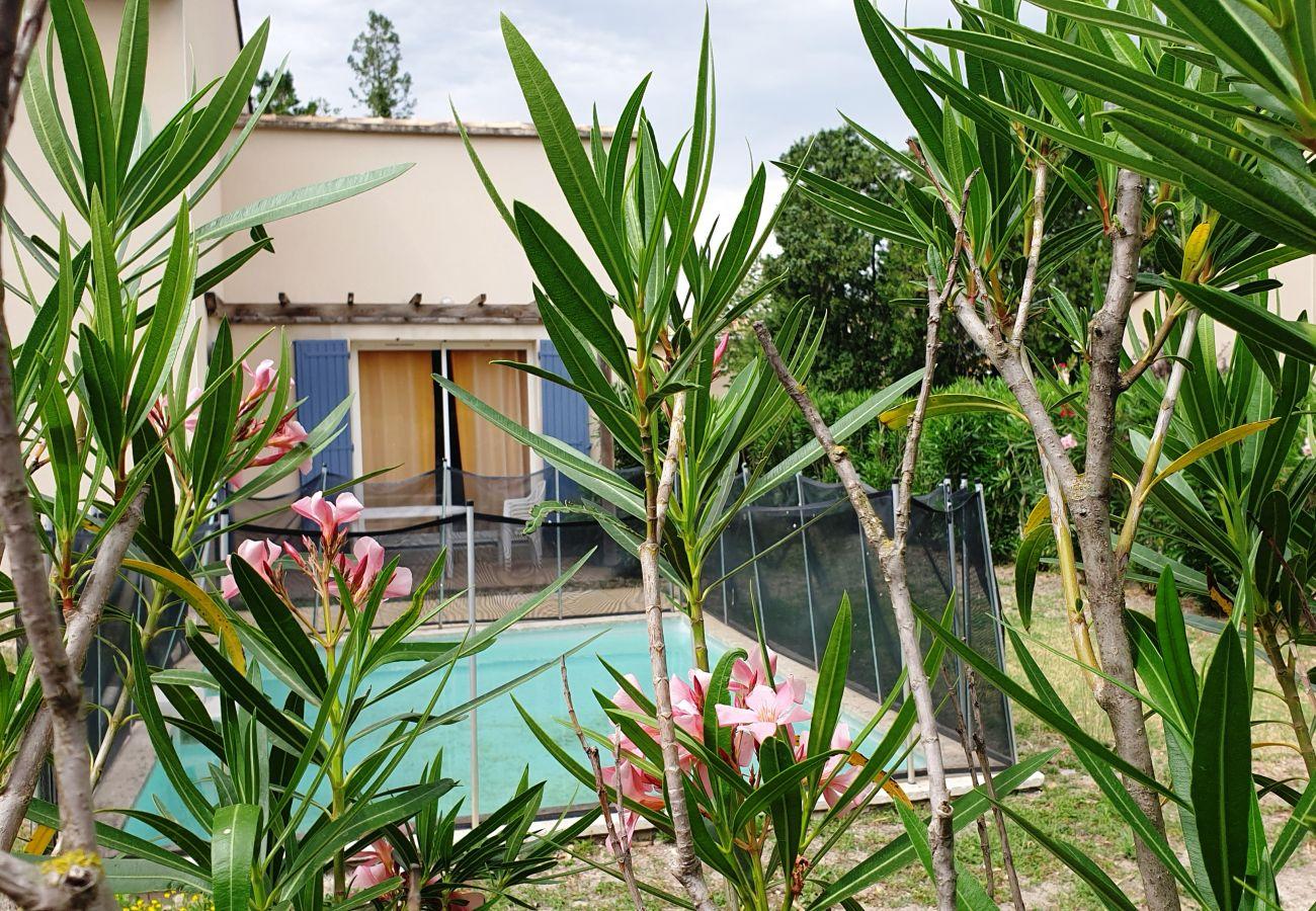 Villa in Saint-Saturnin-lès-Avignon - SAINT SATURNIN LES AVIGNON - VILLAS LES RIVES DU LAC 8 PERS
