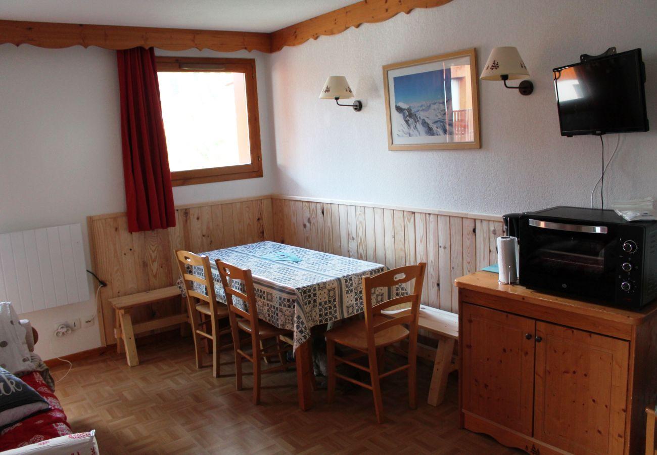 Apartment in Puy-Saint-Vincent - PUY SAINT VINCENT LES GENTIANES - APPARTEMENT 3 PIECES 6 PERSONNES