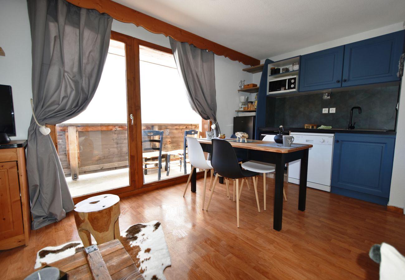 Apartment in Le Dévoluy - LA JOUE DU LOUP - LA CRETE DU BERGER - 2 PIECES CABINE 6 PERS LIEVRE  BLANC