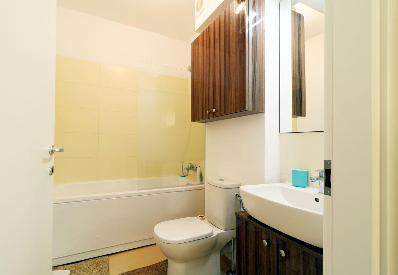 Apartment in Voluntari -  Apartment LaGloire - One bedroom with private parking