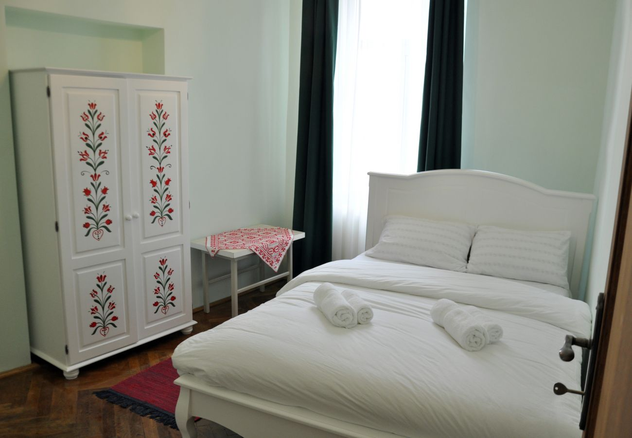 Apartment in Brasov - Equipped 2 Bedroom Home in Old Centre+Free Parking