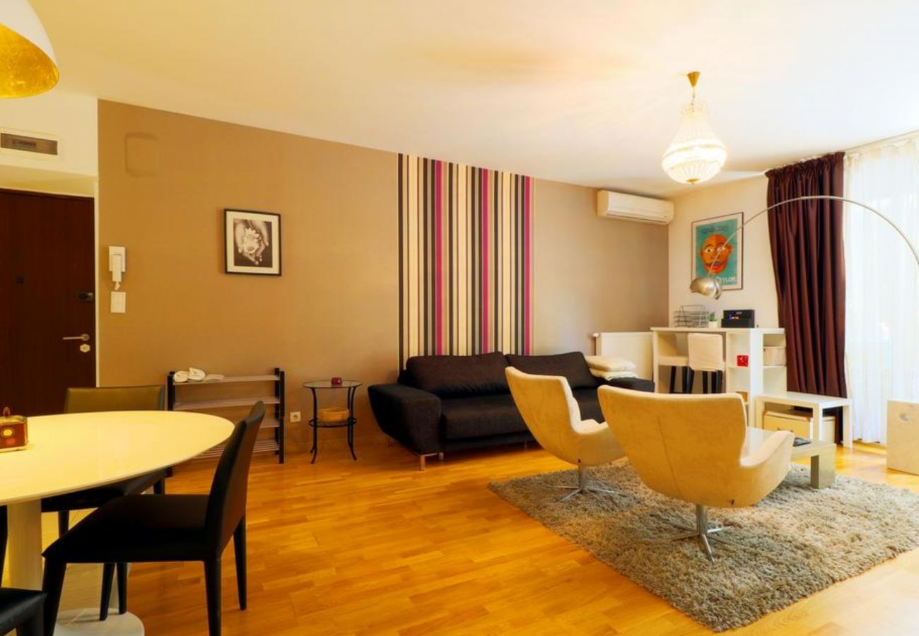 Apartment in Otopeni - Apartament Nightingale close to the Zoo Bucharest and Shopping City Baneasa