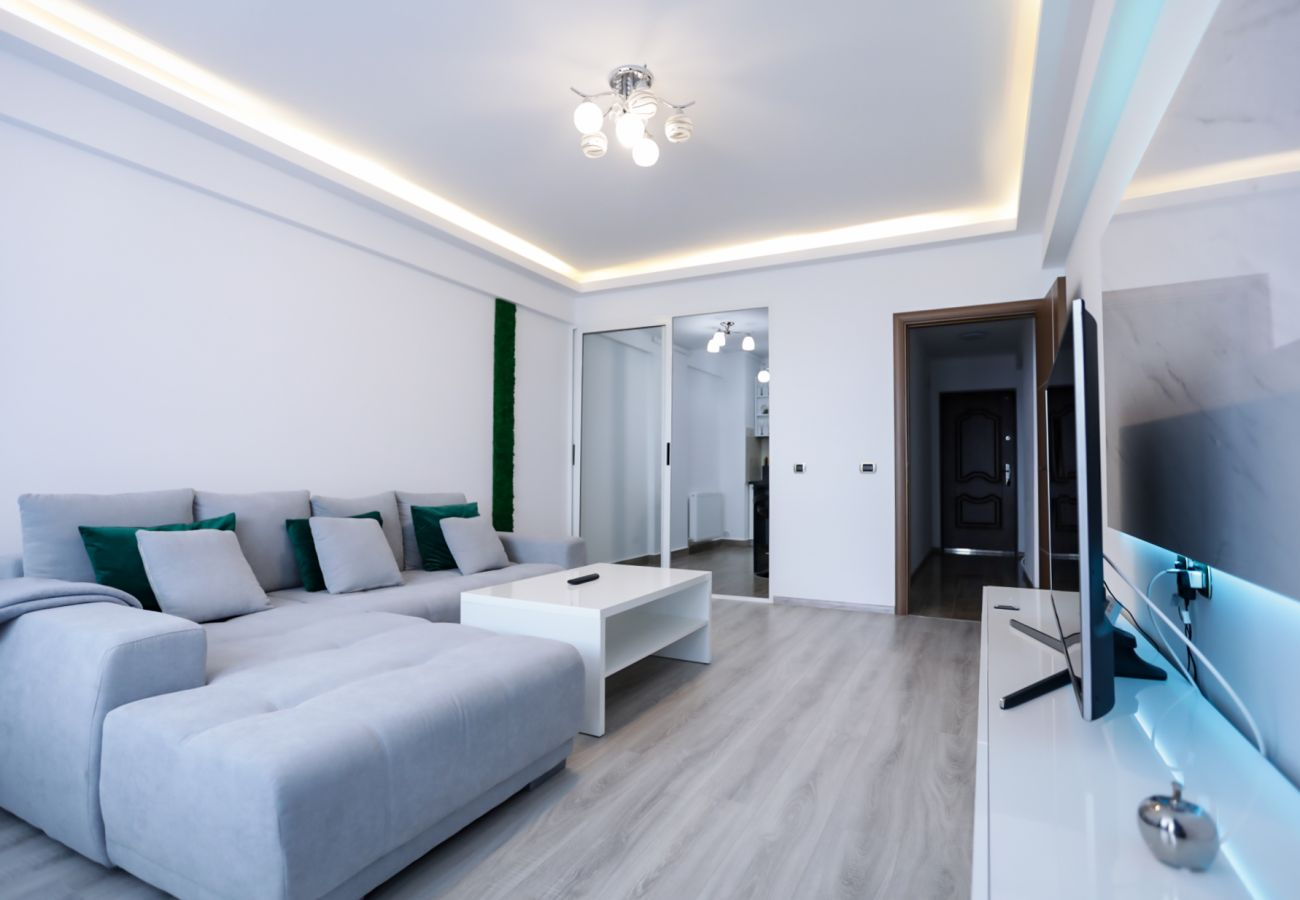 Apartment in Brasov - Deluxe Apartment near Coresi Mall with Panoramic View