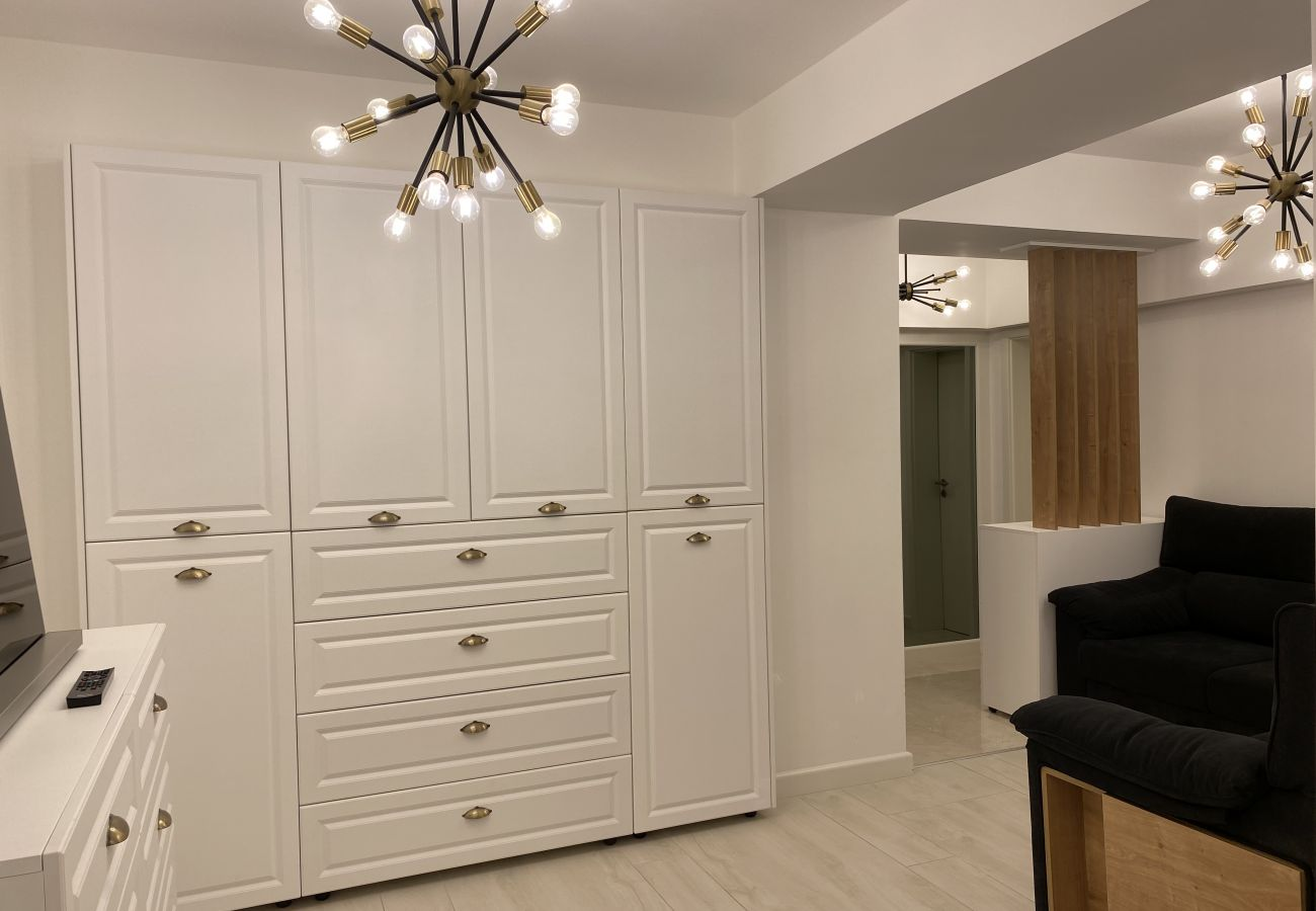 Apartment in Brasov - Deluxe Family Apartment in new building with private parking