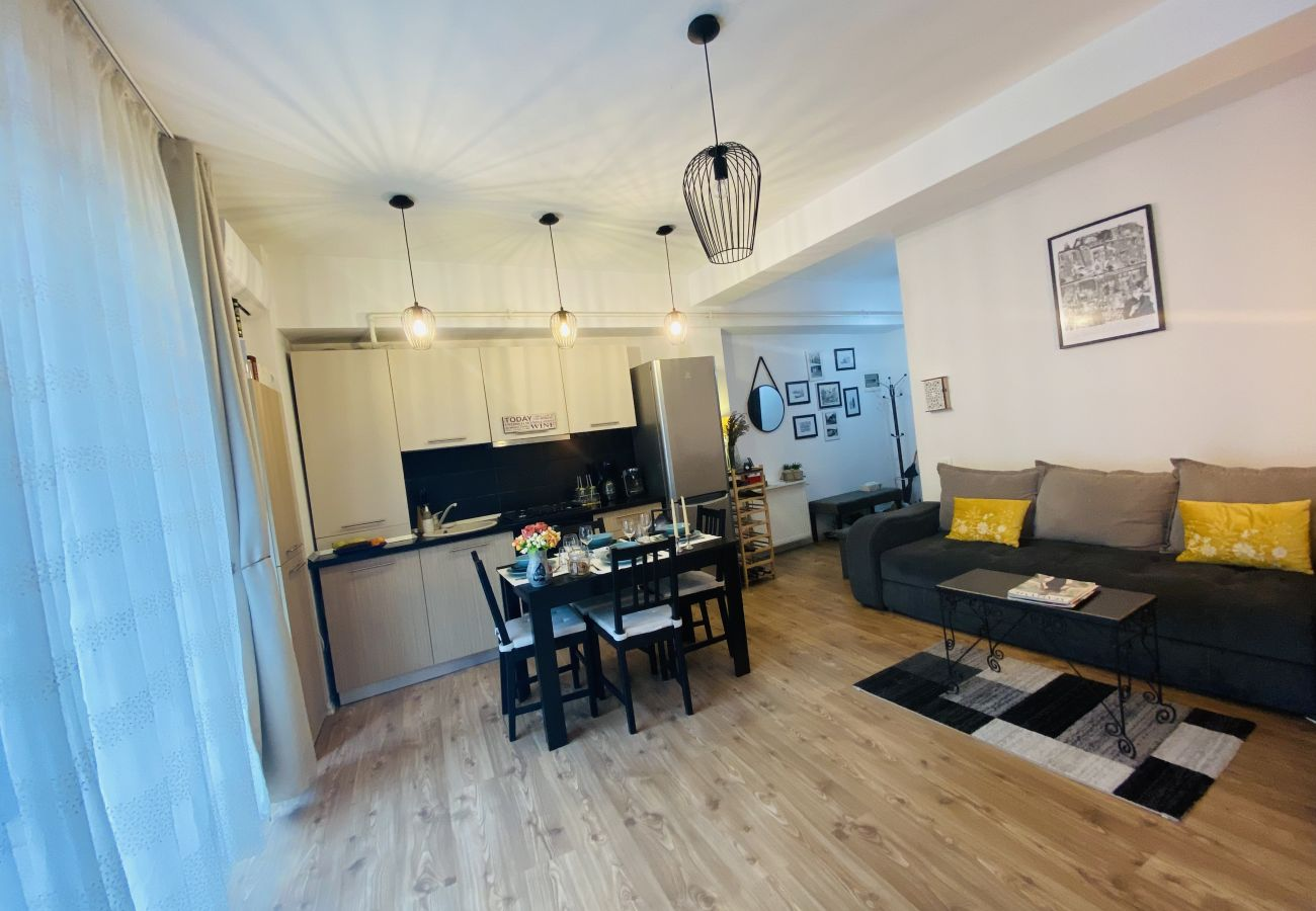 Apartment in Bucharest - Bohemian Apartment Sabinelor with balconies