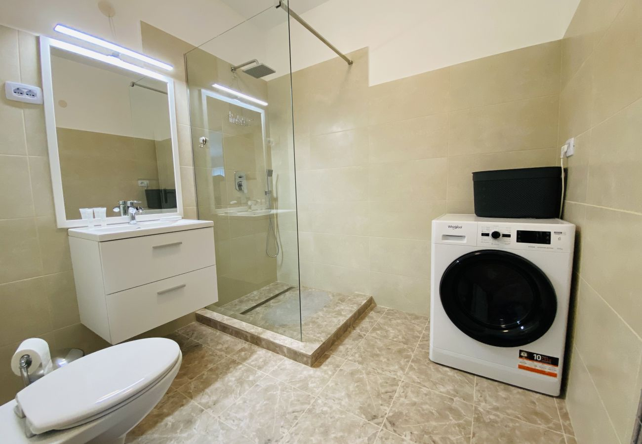 Apartment in Cluj Napoca - Deluxe Apartment with balcony and private parking in Colvmna Residence