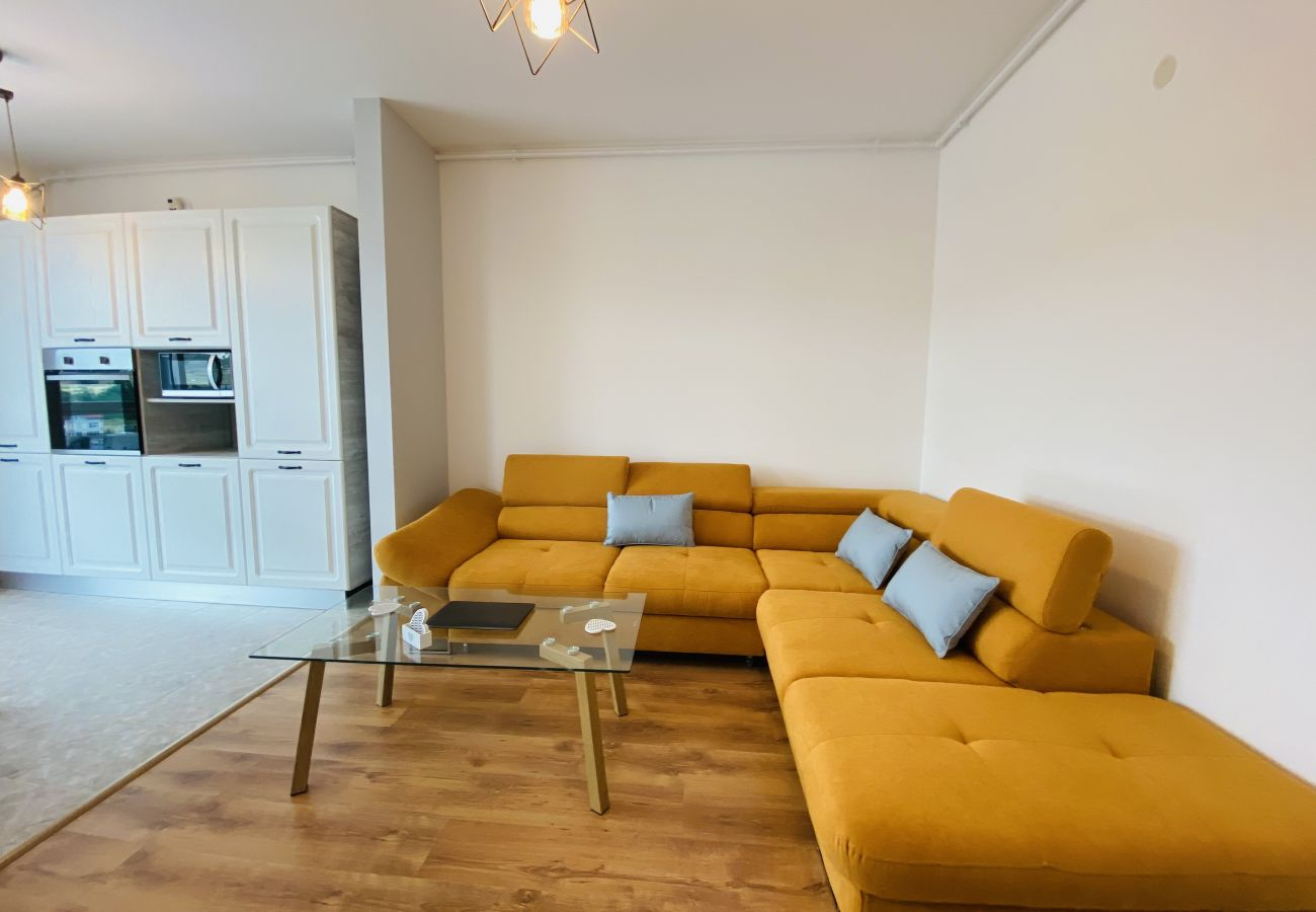 Apartment in Floresti - Deluxe Apartment With balcony and private parking