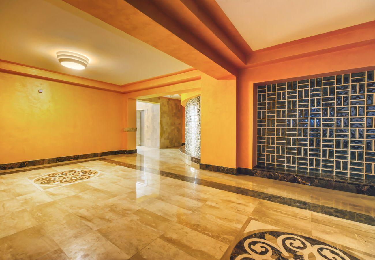Studio in Brasov - Green Studio suite with balcony in Brasov